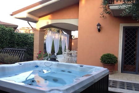 Villa with mini pool near Rome