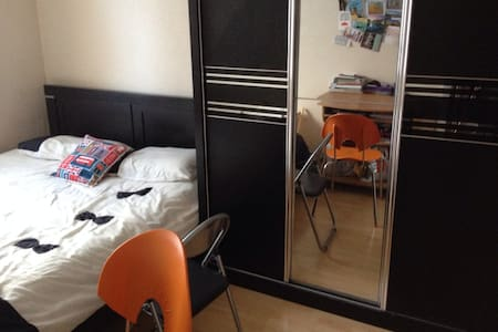 Double Room in Camden (female pref) - London - Apartment