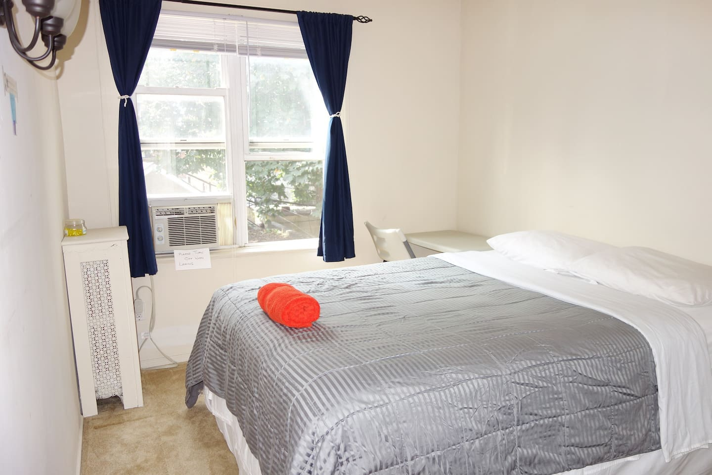 CLEAN AND SUNNY ROOM WITH COMFORTABLE QUEEN BED