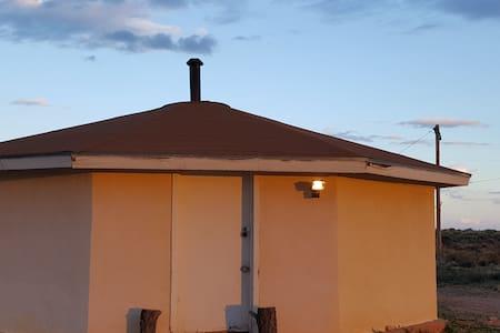 Navajo Hogan - yá'át'ééh - Chinle - Casa