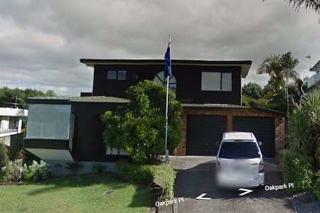 9 Oakpark Place, Auckland. - Auckland