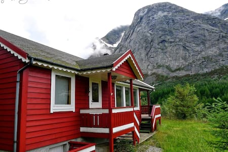 Klatrehytte nær Ulvanåso, Uskedalen - Trolltunga - Blockhütte