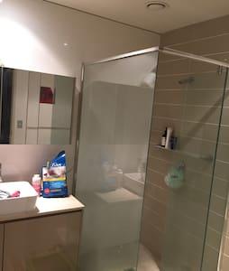 Comfy and tidy CBD bedroom - Haymarket - Apartamento