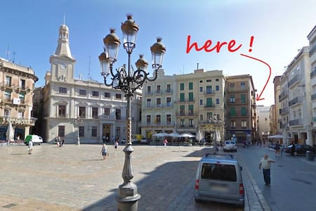 2 bed appt on the main square, Reus - Flat