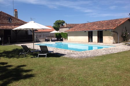 The Pool House at The School House. - Saint-Romain, Charente