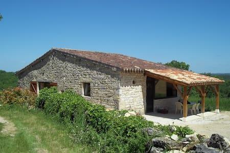 gîte rural en pleine campagne - Thézac - House