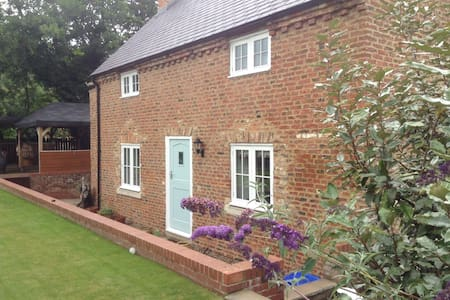 Bridgewater Cottage, Yarm. TS15 9BF - Leven Bank, Yarm. - Other