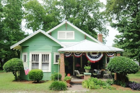 Key West Cottage in Winterville GA! - House
