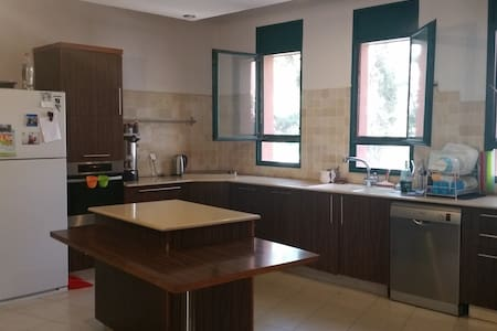 Country house, just 15 minutes from Jerusalem - 아파트