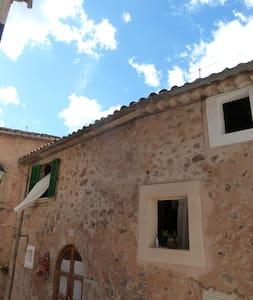 cosy medieval stone house _ valldemossa - Casa