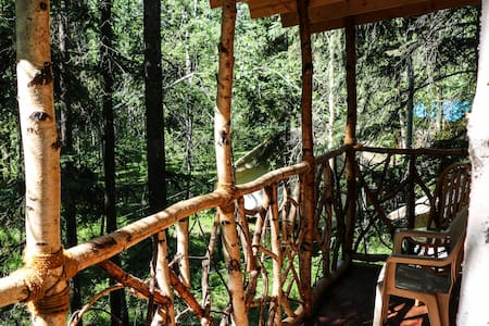 Sven's Hostel Basecamp Tree House - Fairbanks - Treehouse