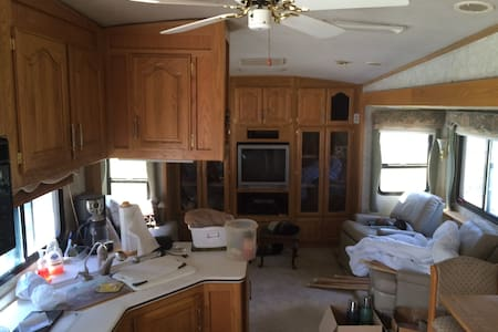 38 foot Avion 5th wheel, very clean - Camper