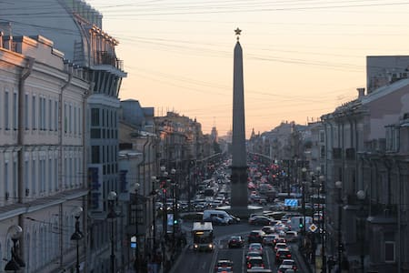 Nevsky Prospect with balcony views - Sankt-Peterburg - Apartment