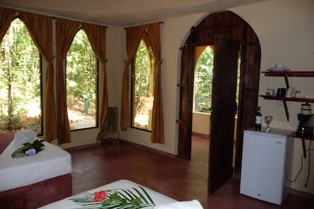 Persian cabina at Mundo Milo Lodge - Junquillal, Santa Cruz  - Bed & Breakfast