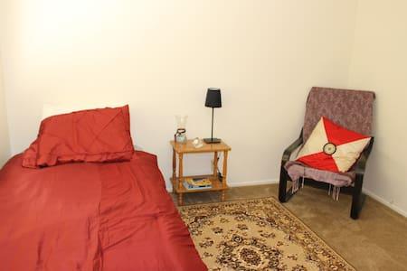Private Room near SFO airport - Burlingame - Apartment