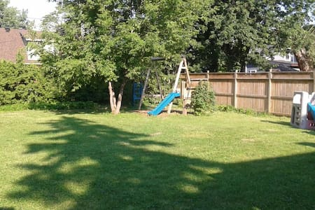 Entire quiet home close to airport - Pointe-Claire - Maison