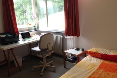 Geteilte Schöne Zimmer in Stuttgart Uni - Pis