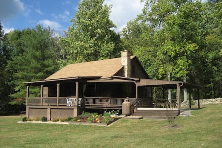 FOX DEN--Secluded Mountain Getaway - Zomerhuis/Cottage