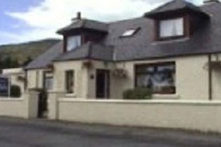 Eilean A Cheo Guest House Room 4 - Bed & Breakfast