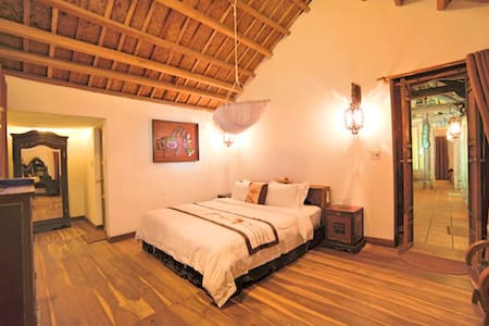 This is one of two private suites with en-suite bathroom is a beautiful ancient house built right in the middle of the An Bang Village, steps away from beach.