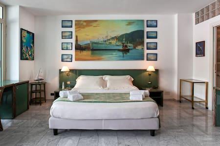 Aquarium Genoa Suite - 4 pax - Genoa - Apartment