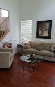 Pope Visit - Rent Condominium - Συγκρότημα κατοικιών