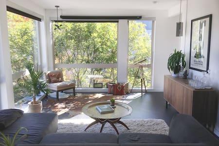 Modern, Trendy Seattle w/ Tons of Light + Greenery - Seattle - Apartamento