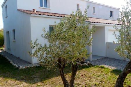 Jolie villa + jardin pour 5 pers. - Saint-Jean-de-Fos - House