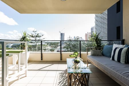 Boutique New York style Apartment - Broadbeach