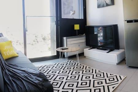 Cute Loft Style Studio Apartment - South Melbourne - Flat