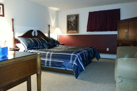 *Suite A*Kitchen with King&Twin bed - Lincoln