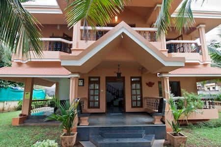 Room type: Entire home/apt Property type: Villa Accommodates: 13 Bedrooms: 4 Bathrooms: 3
