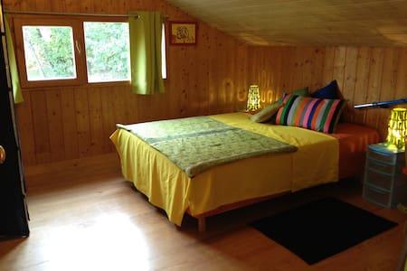 Chambre lit 2 places dans maison - Earth House