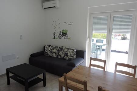 Daniel- Brand new modern apartment
