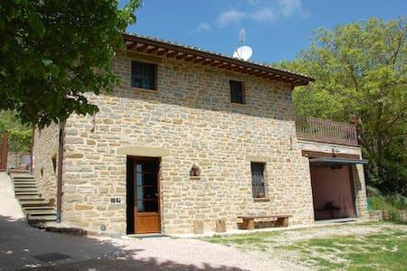Villa con piscina a 9 km da Assisi - Assisi - Villa