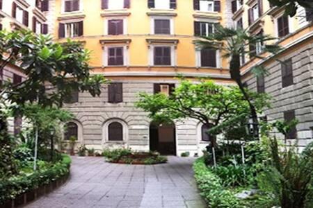 """Lilliput & Friends"" apartment Roma - Apartment"