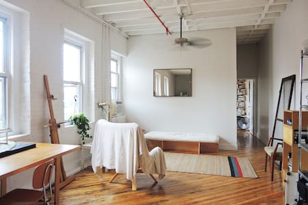 Sunny Loft 3 Minutes from Manhattan - Bronx