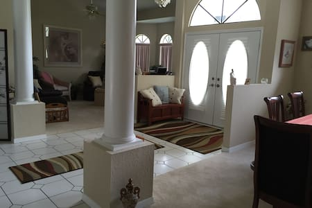 Beautiful estate home with pool - Hernando - House