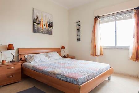 Double bed in Moscavide Parque das Nações! Quarto2 - Moscavide