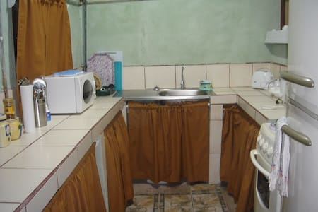 Room type: Private room Bed type: Real Bed Property type: House Accommodates: 4 Bedrooms: 1 Bathrooms: 1.5
