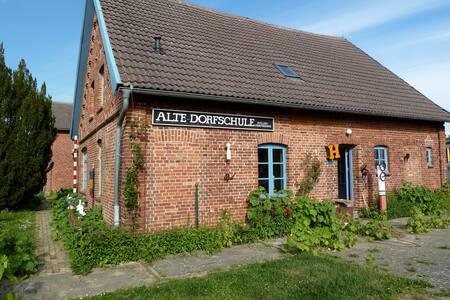 """""""Alte Dorfschule"""" am Schweriner See - Apartment"""