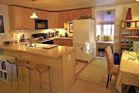 10 minutes to town-pet friendly - House