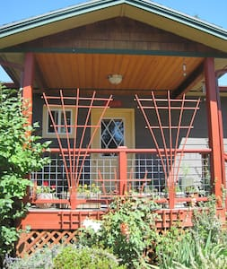 R&R Cats and Garden - Bellingham - Haus