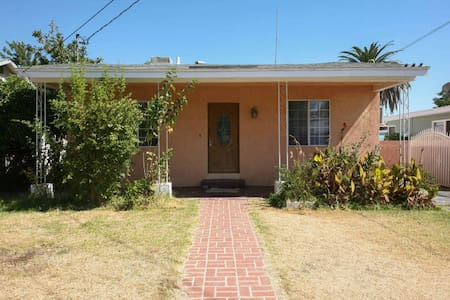 3BEDROOMS NORTH HOLLYWOOD HOUSE