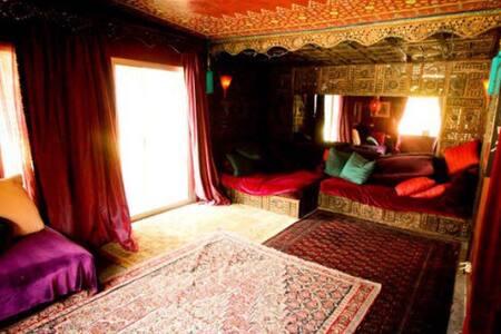 Marrakesh House: Artist Room(3/3)