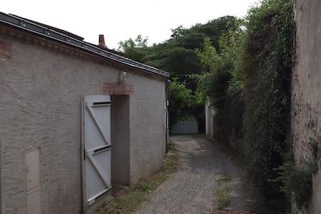 Charmante petite maison au calme - Huis