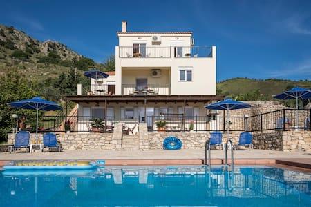 Villa Seharo with sea-lake view next to the beach - Chania - Villa