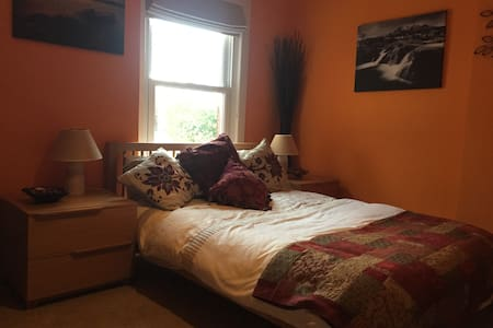 Luxurious Double Room in warm cosy character house - Winsford - House