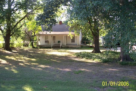 Country cottage/quiet and private. - Corsicana - Maison