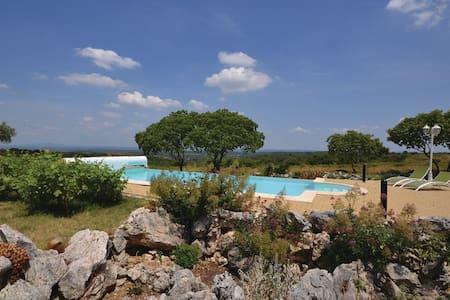Villa avec piscine vue panoramique sur la garrigue - Poulx - Villa